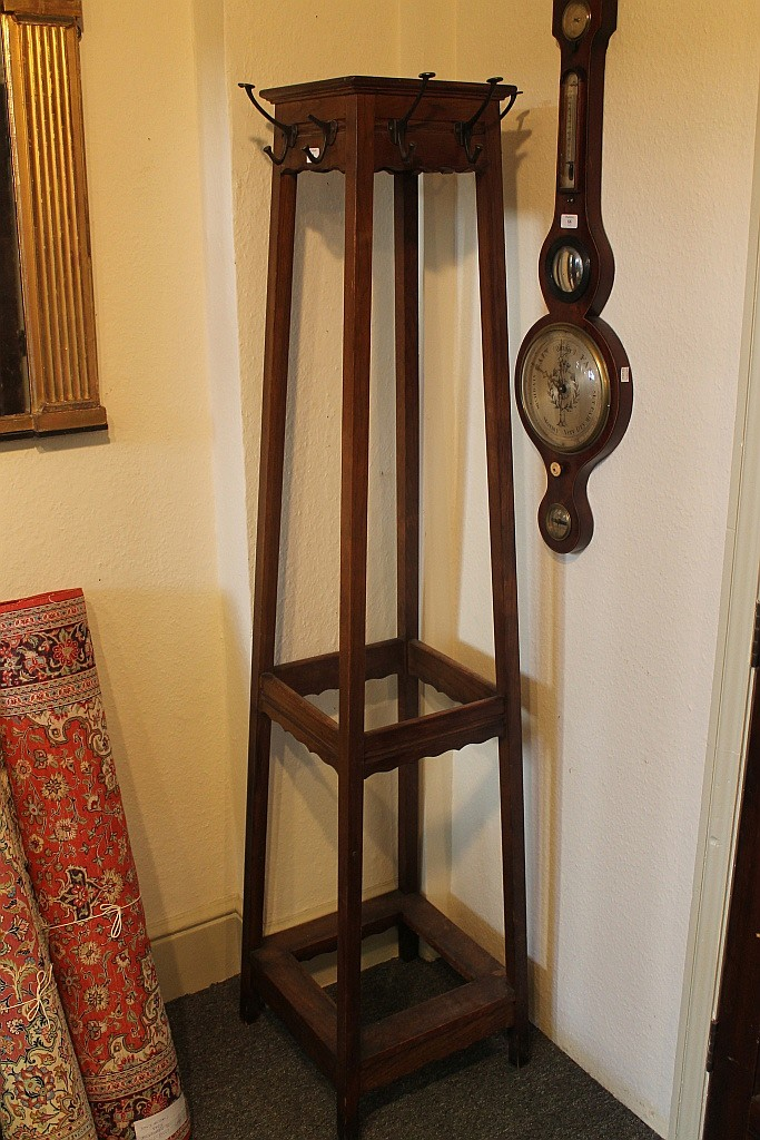 AN EDWARDIAN OAK HAT AND UMBRELLA STAND of square