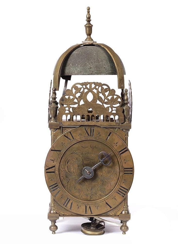 A REPRODUCTION 17TH CENTURY STYLE BRASS LANTERN CLOCK circular Roman chapte