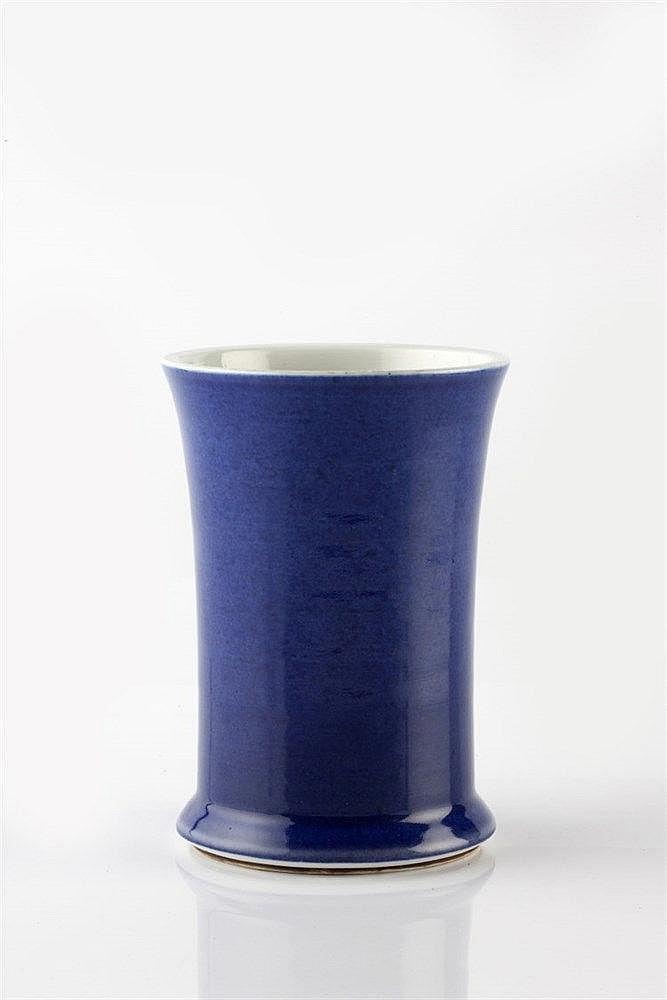 A Chinese porcelain brush pot (bidong) Kangxi (1662-1722) of cyli