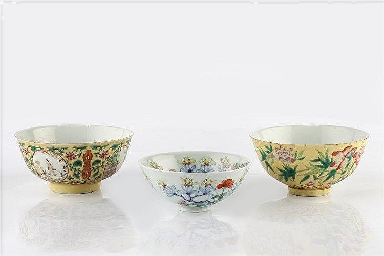 A Chinese porcelain bowl decorated with four medallions of symbolic fi