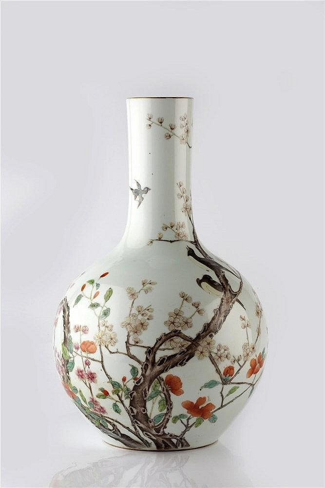 A Chinese porcelain bottle vase Guangxu/early Republic period dec