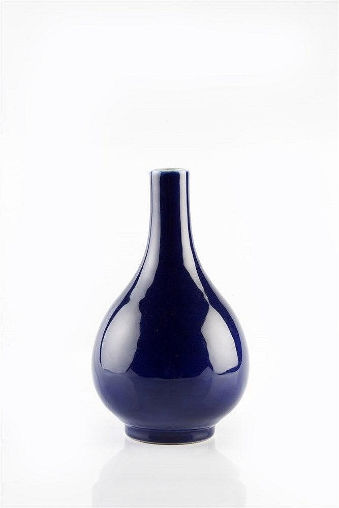 A Chinese porcelain pear-shaped bottle vase late 19th Century dec