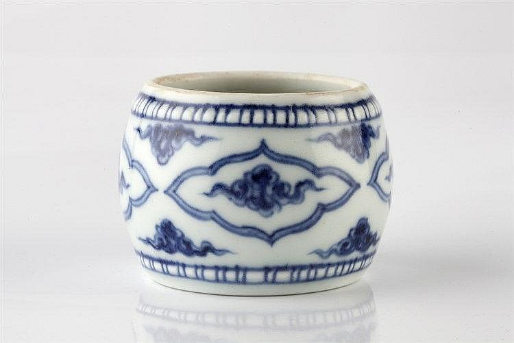A Chinese blue and white porcelain small brush washer 18th/19th Century