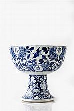A Chinese blue and white bowl 19th Century Jiaqing period, on waisted