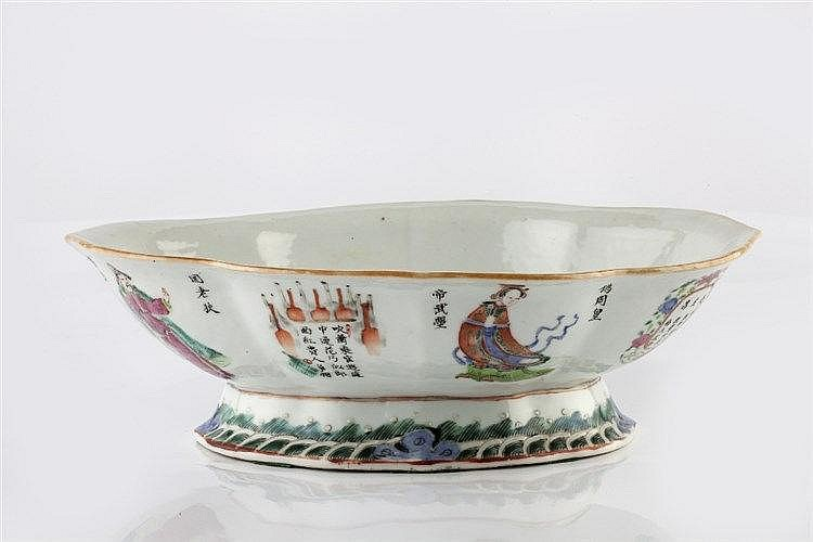 A Chinese porcelain quatrefoil shape bowl probably Tongzhi 19th Centur