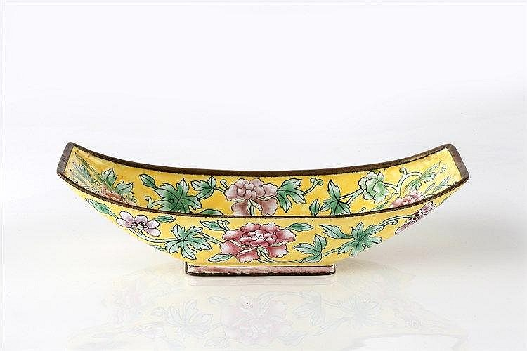 A Chinese Canton yellow enamel spoon tray 19th Century of boat shape d