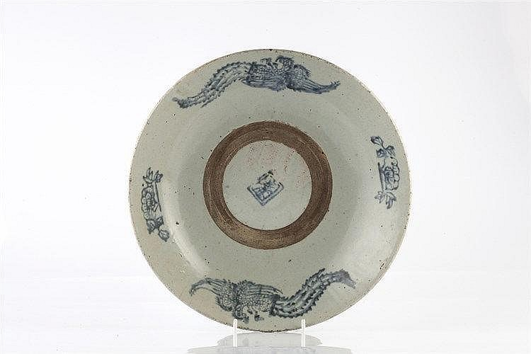 A Chinese Swatow dish 17th Century with phoenix and flower designs, 32