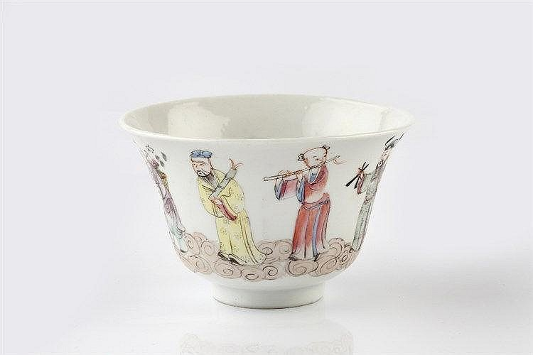 A Chinese porcelain large tea bowl Guangxu painted in enamels to