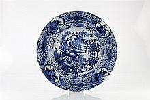 A Chinese blue and white charger Kangxi (1662-1722) decorated wit