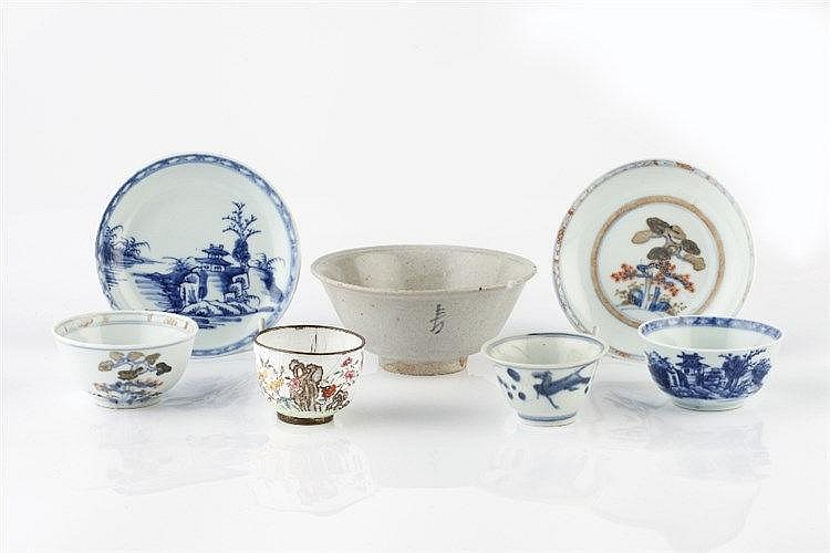 A collection of Shipwreck porcelain to include a blue and white bowl