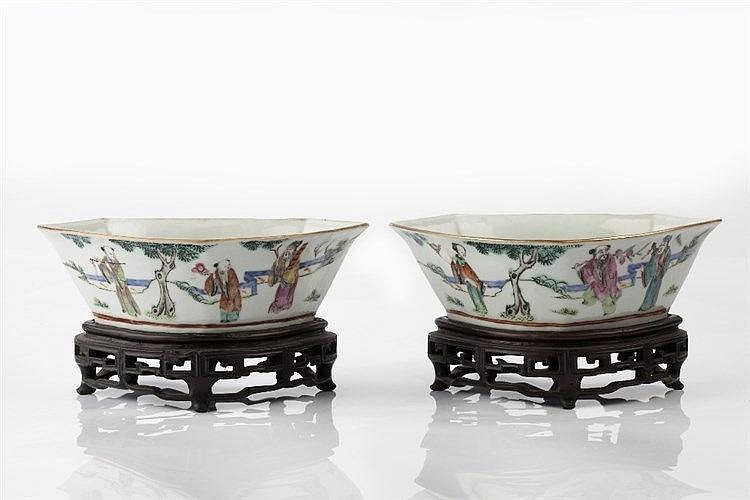 A pair of Chinese porcelain ruyi head shaped bowls 19th Century Tongzh