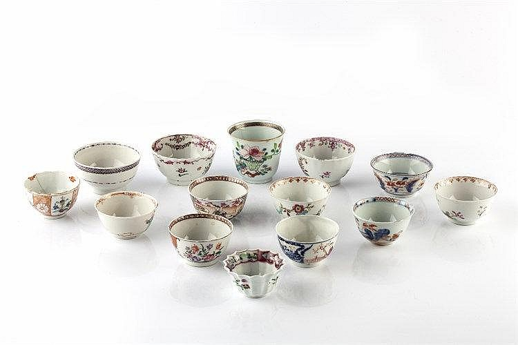 A collection of fourteen Chinese tea bowls 18th/19th Century including