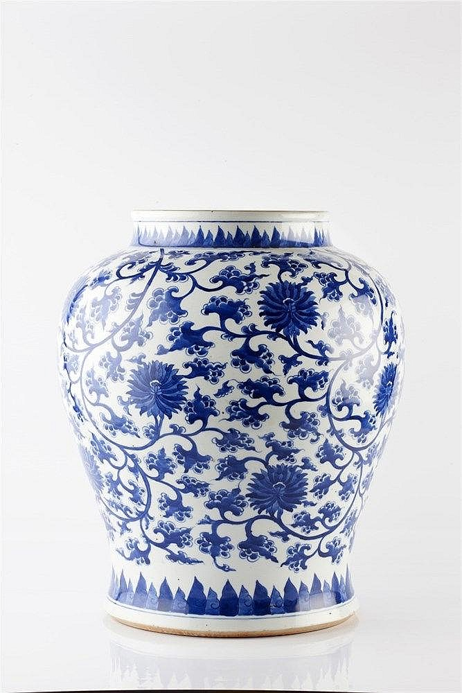 A Chinese blue and white vase 20th Century decorated in the 17th style
