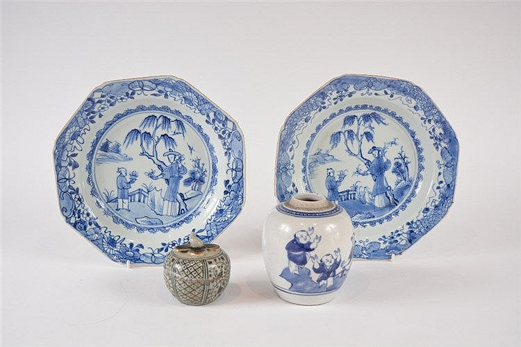 Two Chinese export octagonal blue and white porcelain bowls with centr
