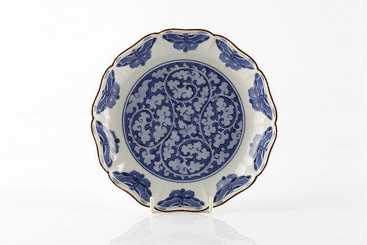 A Japanese Kakiemon style blue and white dish late 17th Century d
