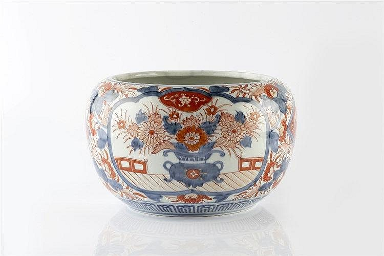 A Japanese Imari jardiniere 19th Century with underglaze blue decorati