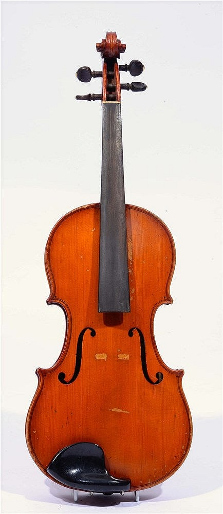 A LATE 19TH / EARLY 20TH CENTURY VIOLIN with two piece back, probably Frenc