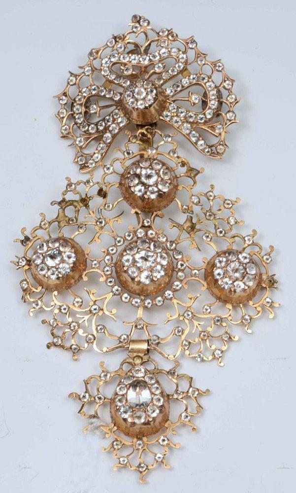 AN 18CT CONTINENTAL DIAMOND CROSS JEANNETTE
