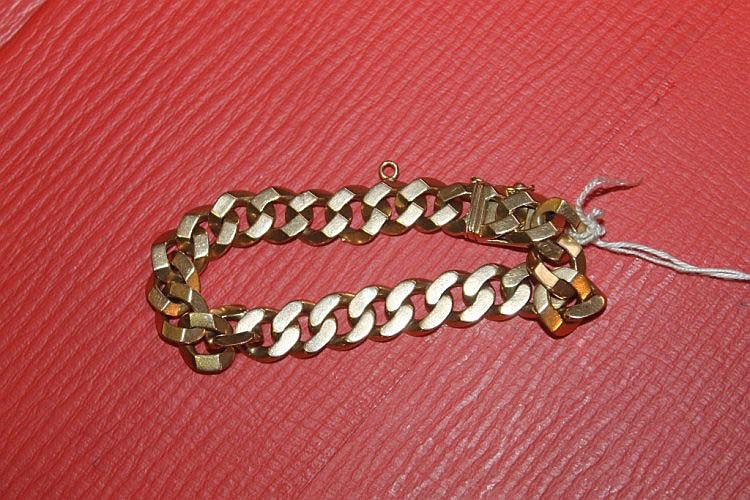 AN 18K GOLD BRACELET of chain link form, 46 grams