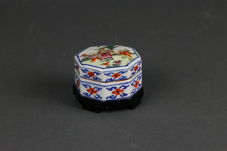 Antique Chinese Wucai Type Shaped Box