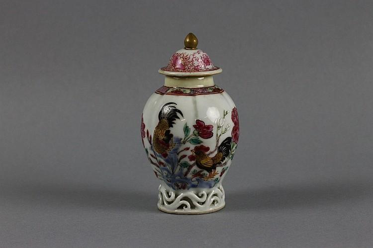 Chinese Yongzheng (1722-1735) Cockerel Tea Caddy