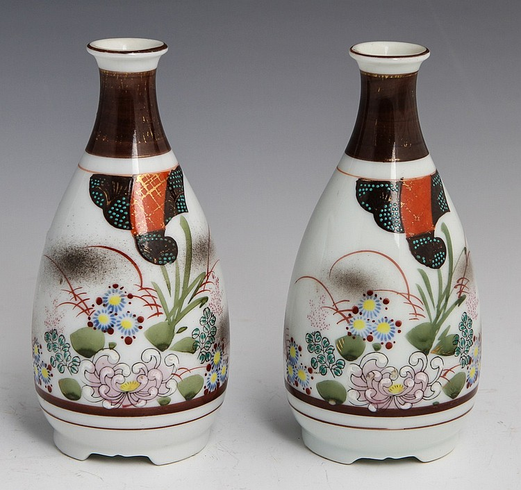 PAIR CHINESE HAND PAINTED PORCELAIN VASES & PLATE