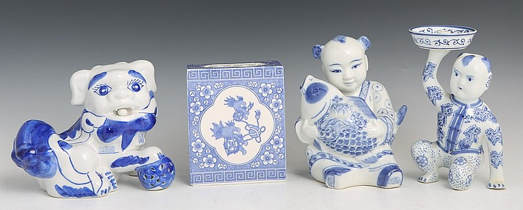CHINESE BLUE AND WHITE PORCELAIN