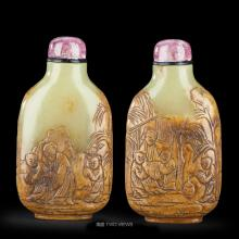 A CHINESE FINELY CARVED YELLOW JADE SNUFF BOTTLE