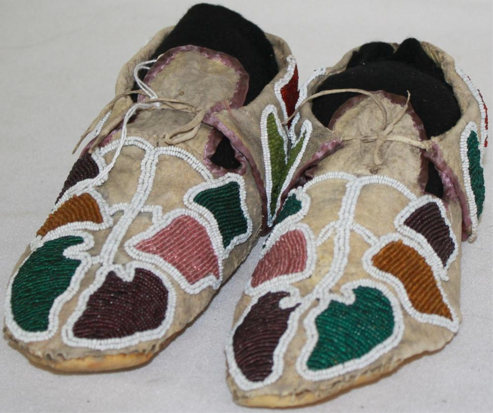 EARLY 20TH CENTURY EASTERN PLAINS BEADED