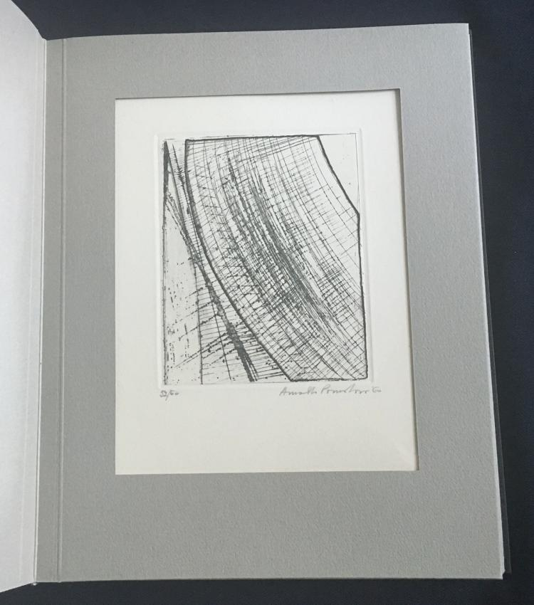 The international Avant-Garde 3, 1962. With signed and numbered prints by Chinn Yuen-Yuei, O. Fahlstroem, E. Paolozzi, A. Pomodoro, B. Quentin, K.N. Reddy, P. Revel, M. Rotella, Tancredi, and others.