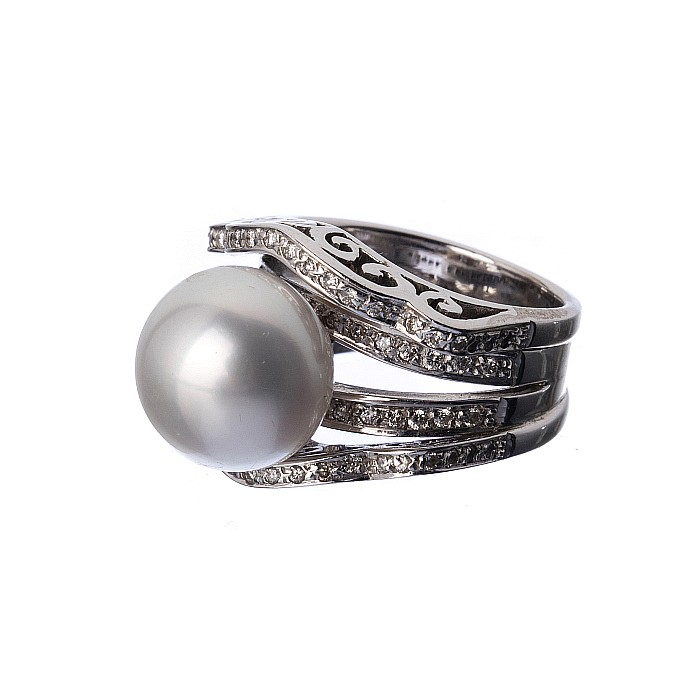 19 2k gold ring with diamonds and cultured pearl