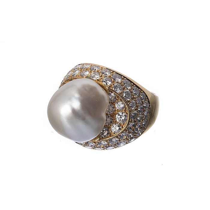 19 2k gold ring with diamonds and a cultured pearl