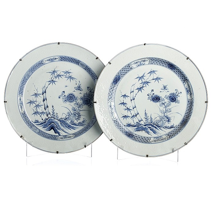 Pair of large plates in Chinese porcelain, Yongzheng