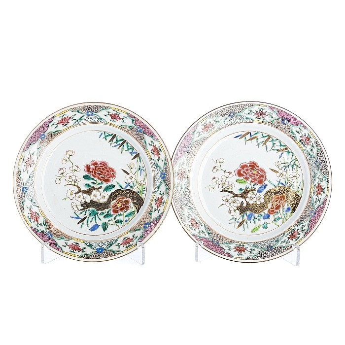 Pair of plates with a 'trunk and flowers' in Chinese porcelain, Yongzheng