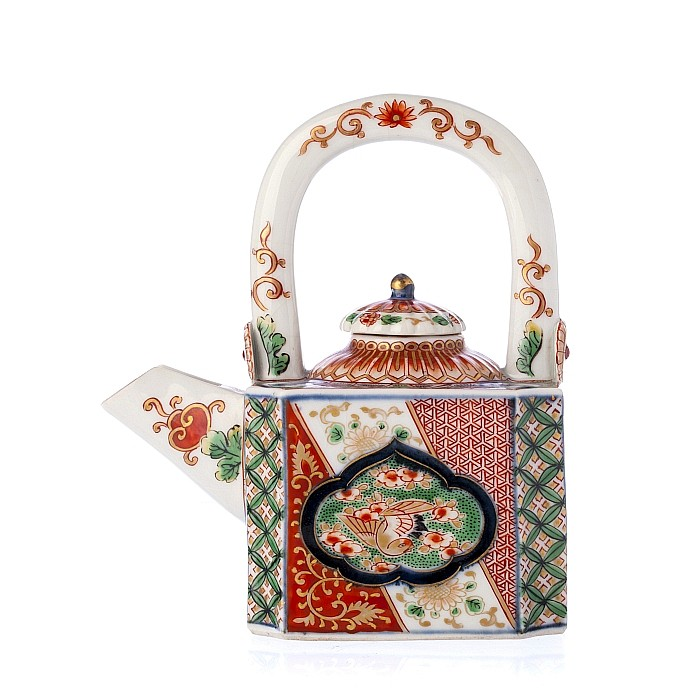 Teapot in Japanese porcelain, Arita