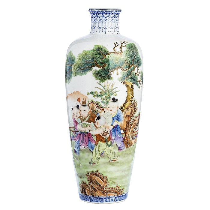 Vase with 'boys' in Chinese porcelain, Republic