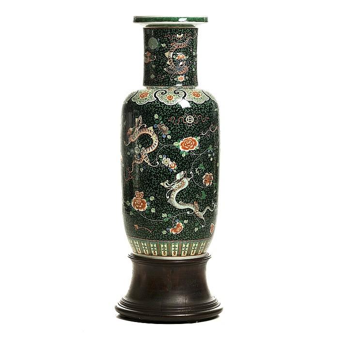 large chinese porcelain famiulle noir dragon vase guangxu. Black Bedroom Furniture Sets. Home Design Ideas