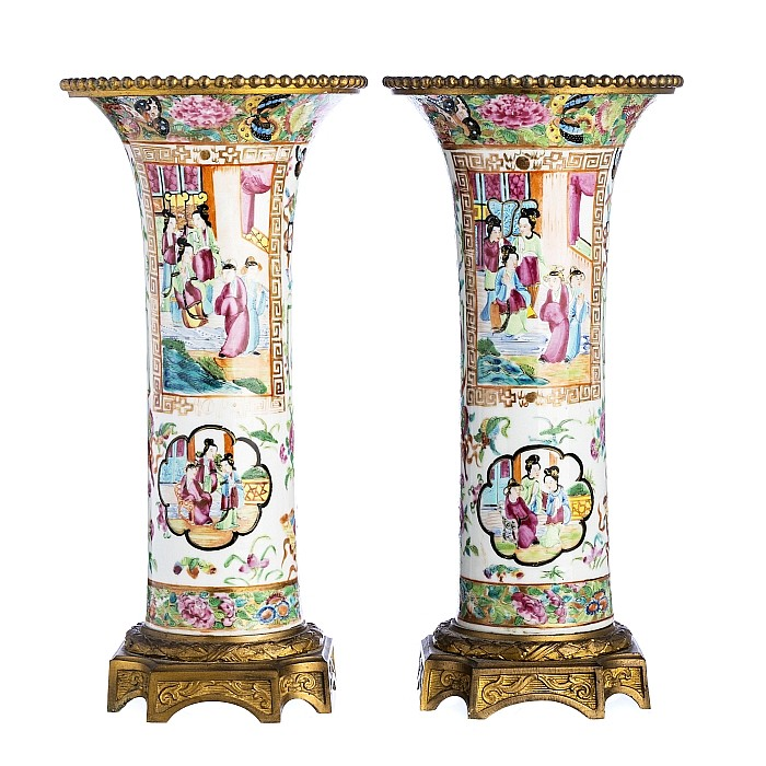 Pair of 'Mandarin' vases in Chinese porcelain, Daoguang