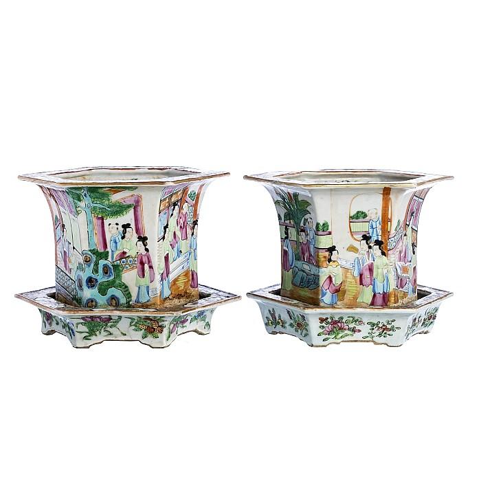 Hexagonal 'Mandarim' vases with plates in Chinese porcelain, Tongzhi