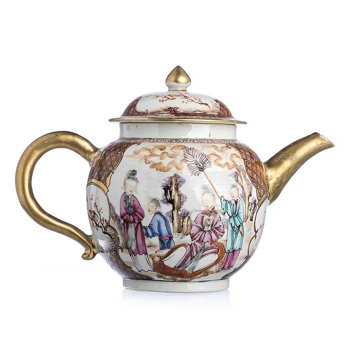Chinese porcelain 'Mandarin' teapot, Qianlong