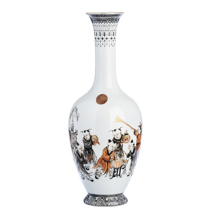 Chinese Porcelain vase with 'Child musicians', Republic