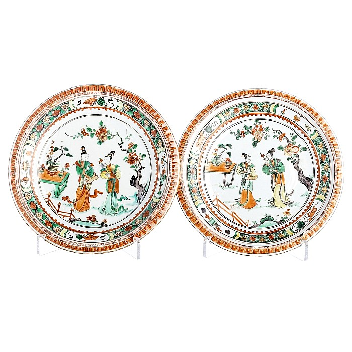 Pair of famille verte plates with 'figures' in Chinese porcelain, Kangxi