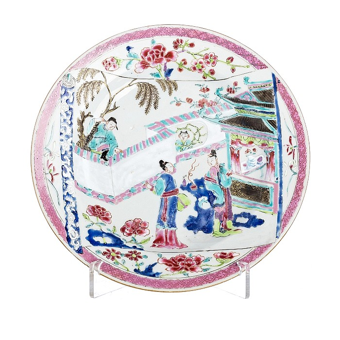 Famille rose plate with figures in chinese porcelain, Yongzheng