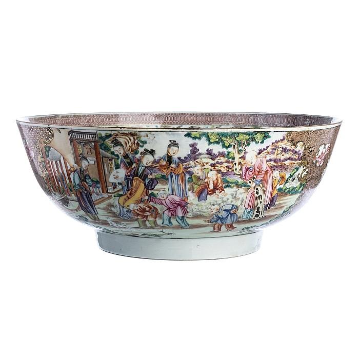 Large 'Mandarin' punch bowl in Chinese porcelain, Qianlong