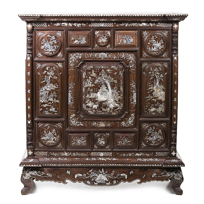 Chinese Hongmu Cabinet with inlaid mother of pearl, Minguo
