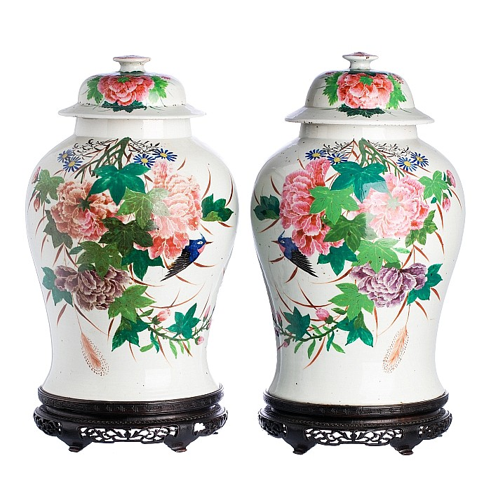 Pair of flower pots with lids in Chinese porcelain, Minguo