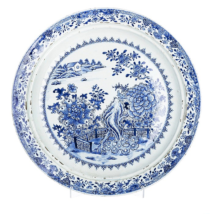 Large langscape charger plate in Chinese porcelain, Qianlong