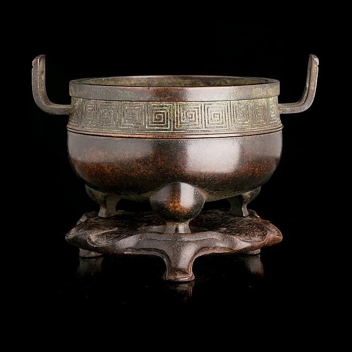 Chinese bronze tripod censer, 18thC