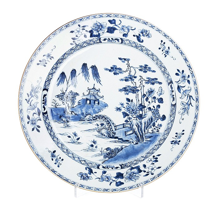 Large plate with a 'scenery with a pagoda' in Chinese porcelain, Qianlong