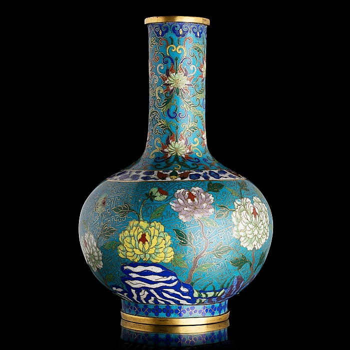 Chinese vase with 'flowers' in cloisonné metal, Minguo